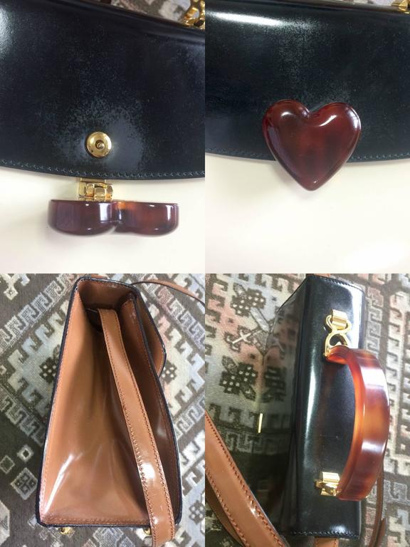 Vintage MOSCHINO white, black, brown patent enamel bag with heart motif. RedWall In Good Condition For Sale In Kashiwa, Chiba