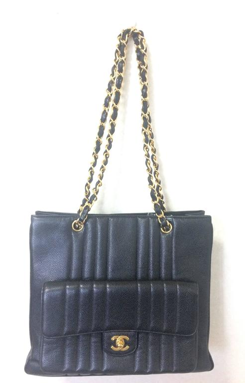 Vintage CHANEL rare 2.55 combo design black caviar leather chain shoulder bag. In Good Condition For Sale In Kashiwa, Chiba