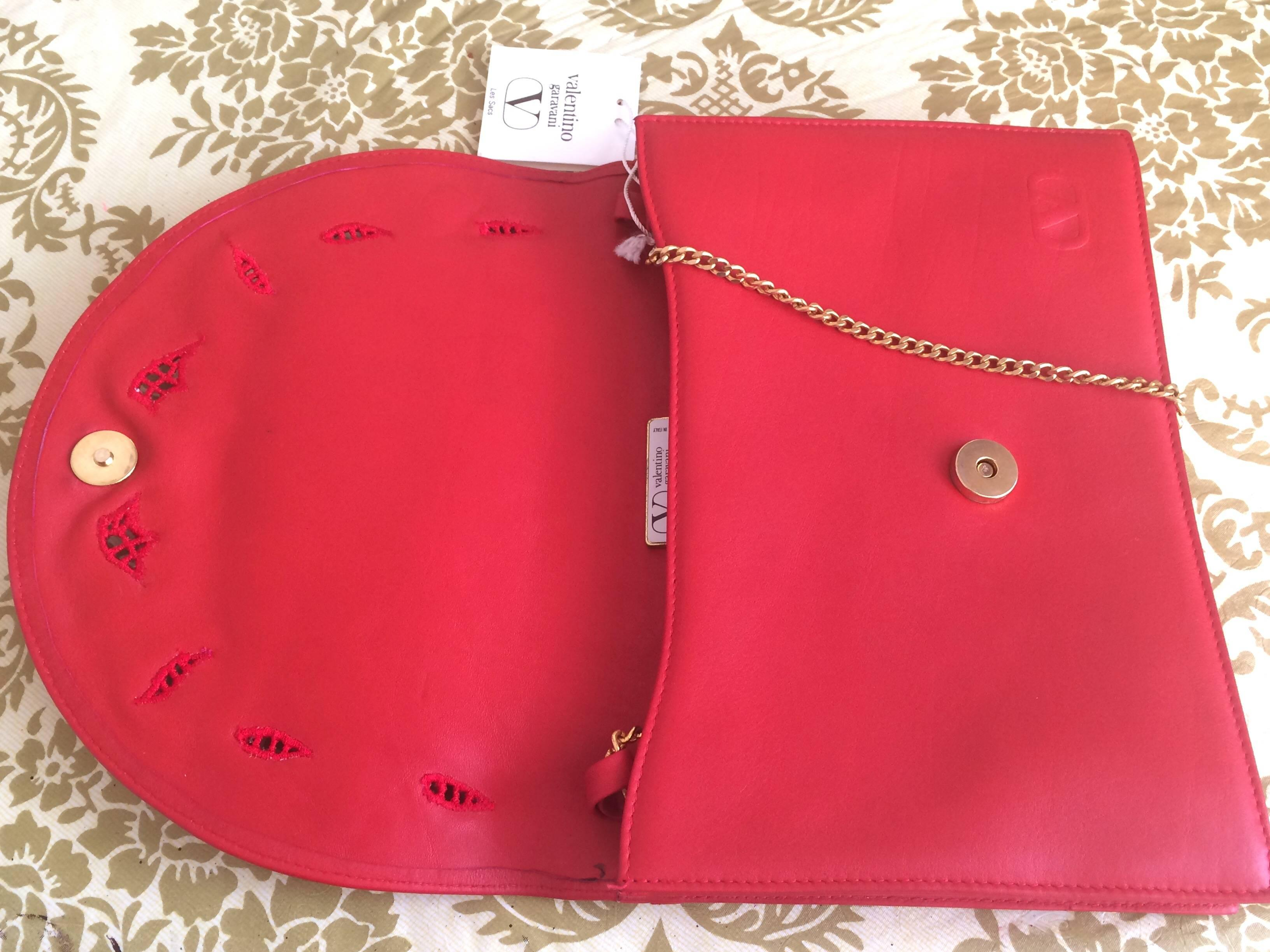 e9b2e8bd30d59 Valentino Vintage Valentino Garavani Red Clutch Shoulder Bag With Flower  Embroidery Deco W4Le26oU
