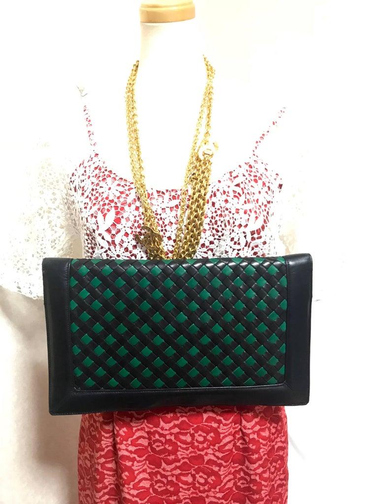 Vintage Bottega Veneta intrecciato navy and green large clutch bag, unisex purse For Sale 5