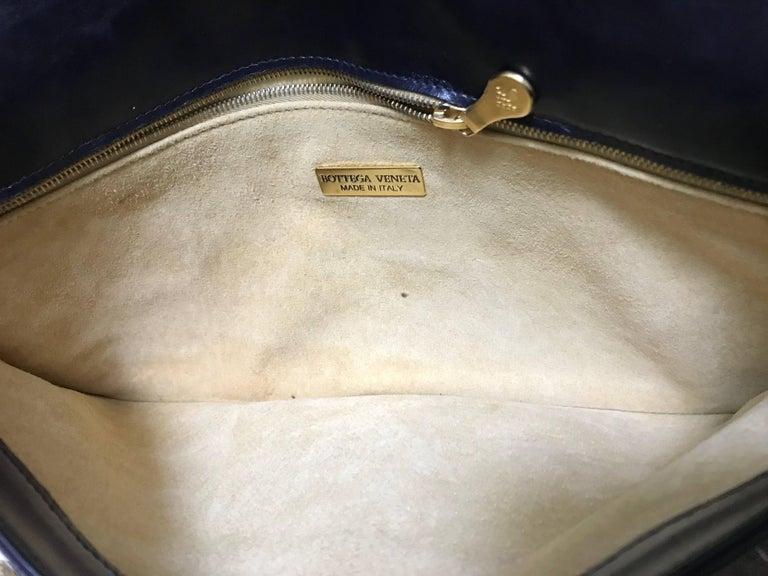 Vintage Bottega Veneta intrecciato navy and green large clutch bag, unisex purse For Sale 2