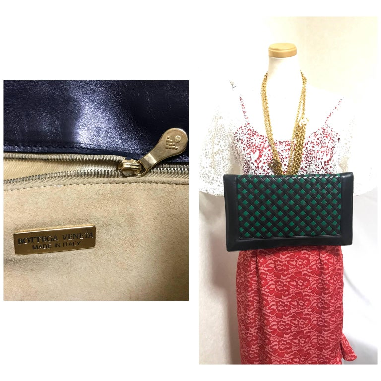 Vintage Bottega Veneta intrecciato navy and green large clutch bag, unisex purse For Sale 4