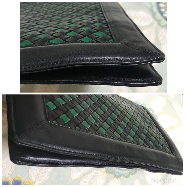 Black Vintage Bottega Veneta intrecciato navy and green large clutch bag, unisex purse For Sale