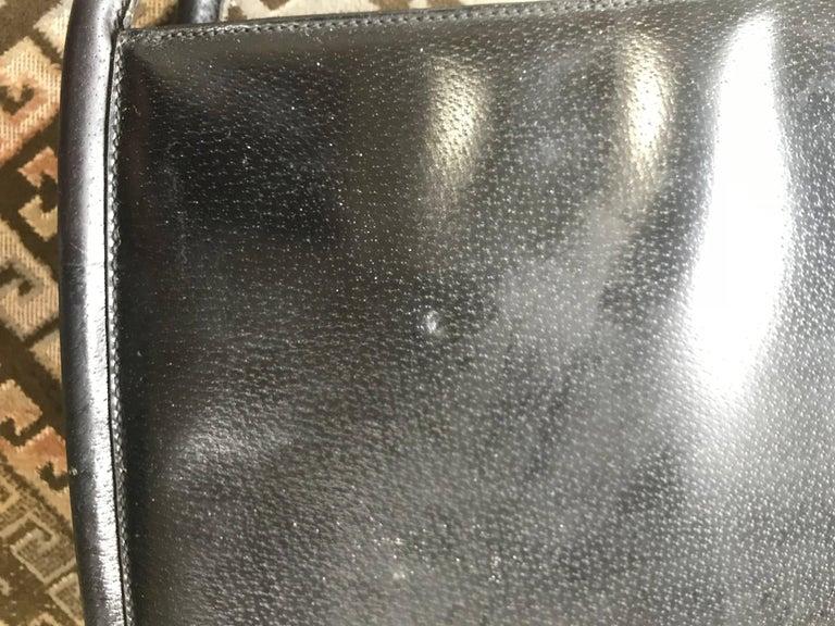 Women's Vintage Gucci black pigskin large trapezoid shape shoulder bag with embossed GG. For Sale