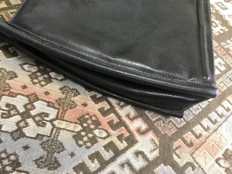 Vintage Gucci black pigskin large trapezoid shape shoulder bag with embossed GG. For Sale 3