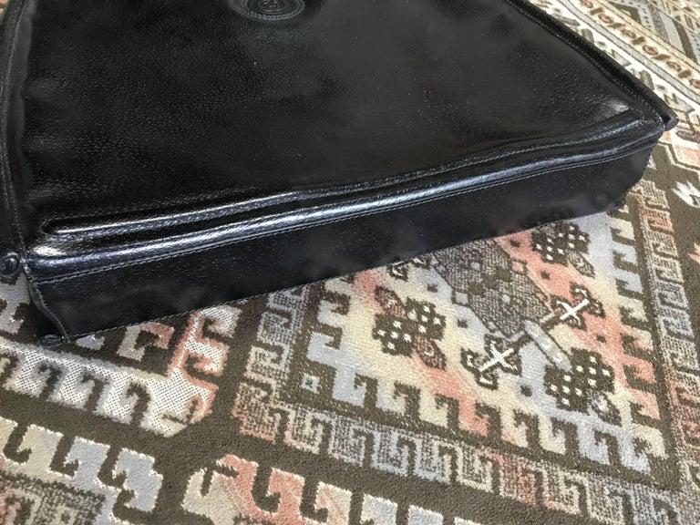 Vintage Gucci black pigskin large trapezoid shape shoulder bag with embossed GG. For Sale 1