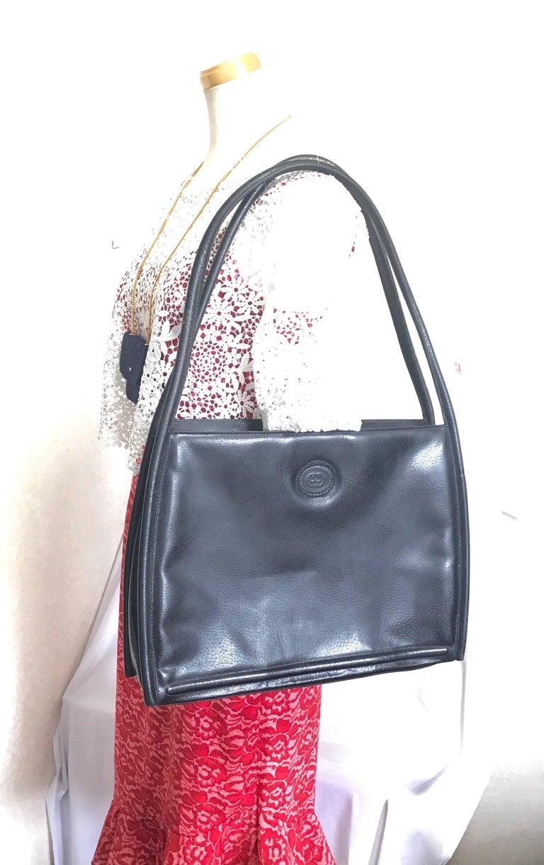 Vintage Gucci black pigskin large trapezoid shape shoulder bag with embossed GG. For Sale 8