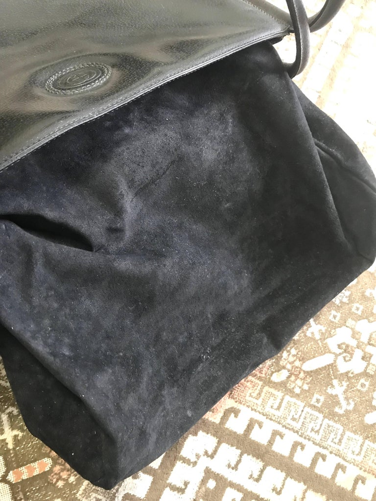 Gucci Vintage Gucci Black Pigskin Large Trapezoid Shape Shoulder Bag With Embossed Gg wqaOrutY
