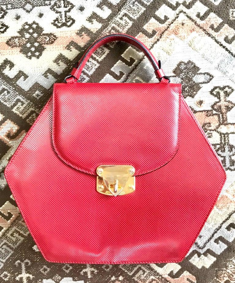 Pink Vintage Bottega Veneta grained red leather hexagon shape handbag with gold motif For Sale
