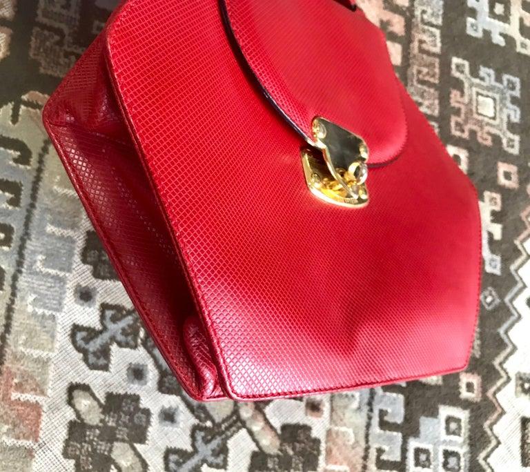 Vintage Bottega Veneta grained red leather hexagon shape handbag with gold motif For Sale 1