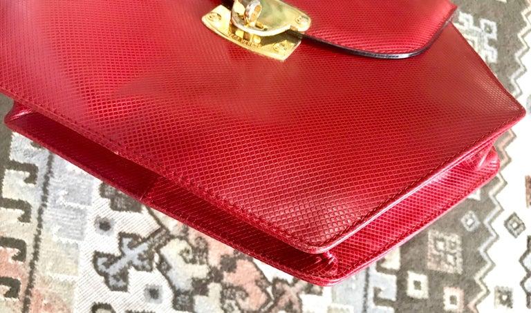 Vintage Bottega Veneta grained red leather hexagon shape handbag with gold motif For Sale 2
