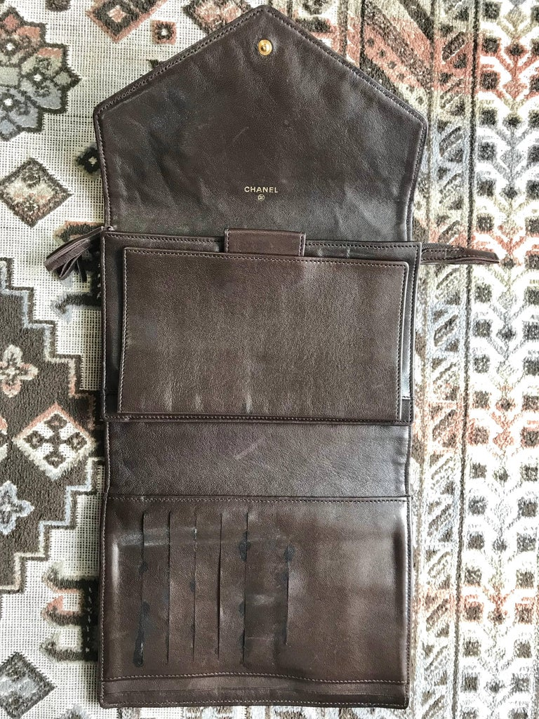 Vintage CHANEL brown clutch bag, wallet, bill, checkbook, iPhone case purse.  For Sale 5