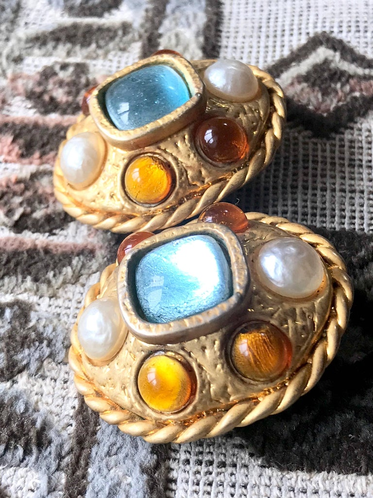 Vintage CHANEL golden oval faux pearl, blue and orange gripoix large earrings. For Sale 1