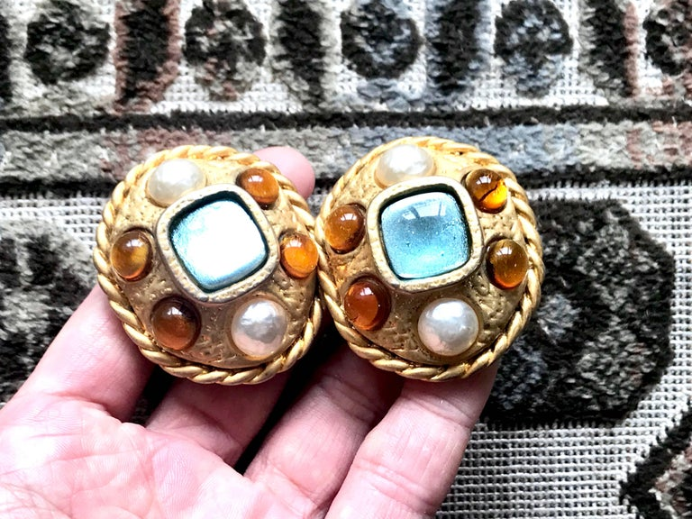 Vintage CHANEL golden oval faux pearl, blue and orange gripoix large earrings. For Sale 5