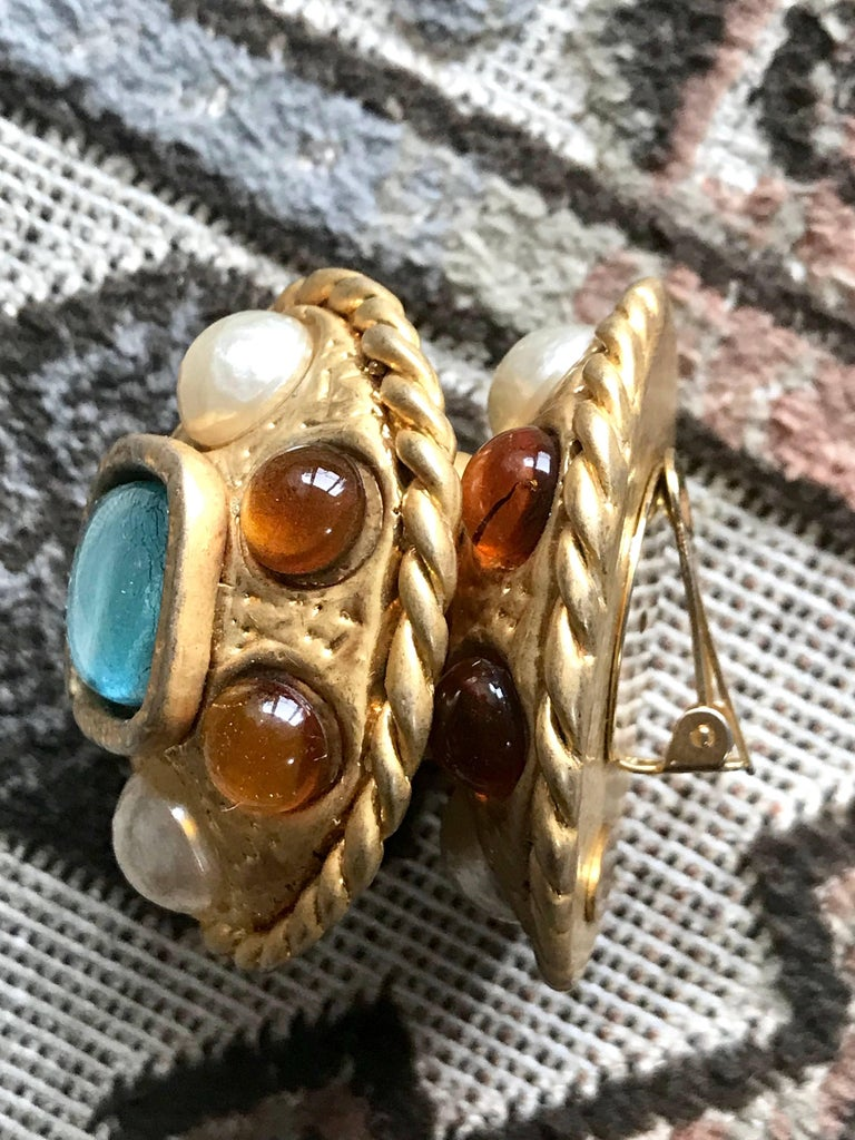 Vintage CHANEL golden oval faux pearl, blue and orange gripoix large earrings. For Sale 2
