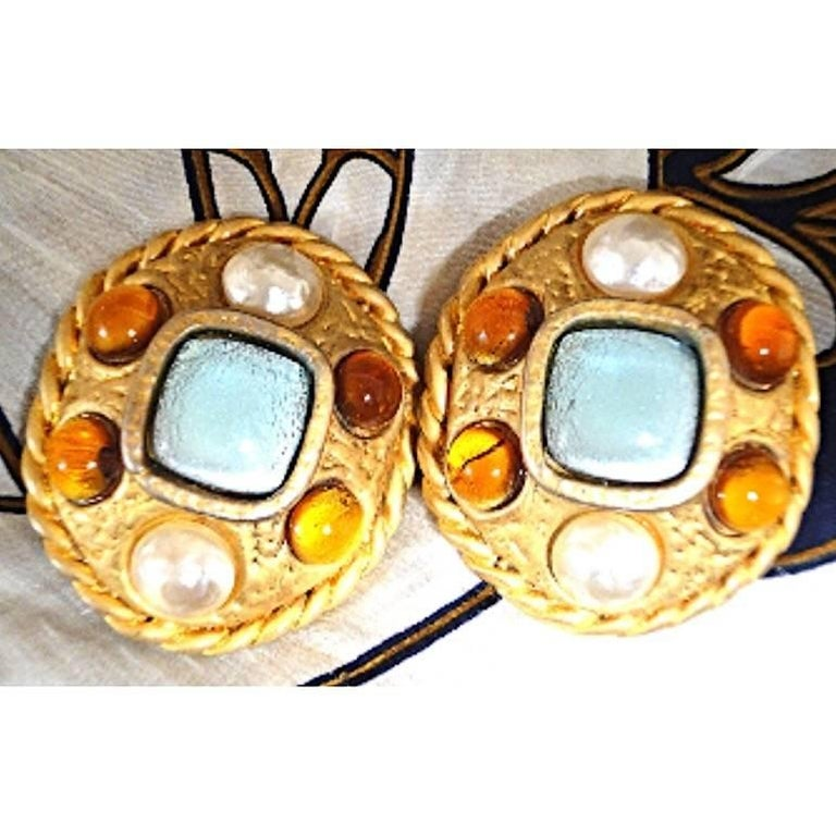 Vintage CHANEL golden oval faux pearl, blue and orange gripoix large earrings. For Sale 6