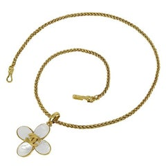Vintage CHANEL white shell petal, flower motif top chain necklace with CC motif
