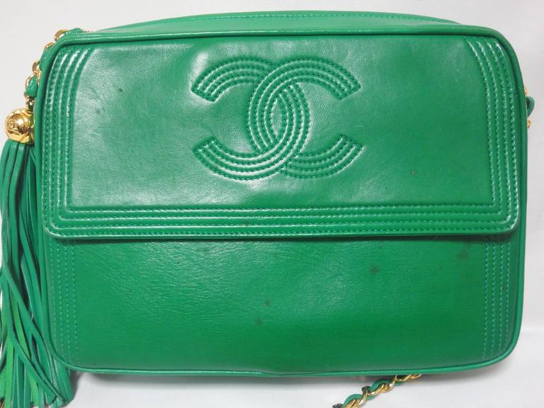 Here is another vintage piece from Chanel from the 90s, a rare green color camera bag in lambskin.