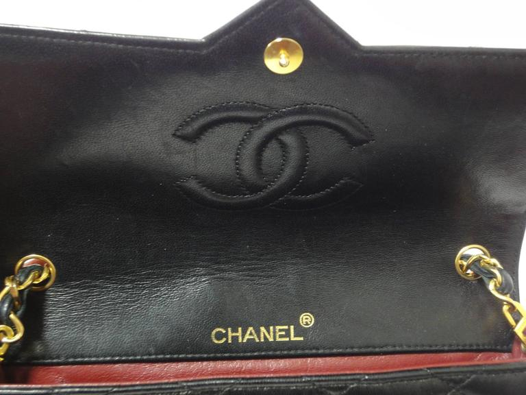 MINT. 80's vintage CHANEL black lambskin chain shoulder bag with golden large CC For Sale 3