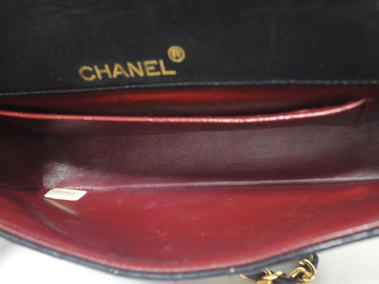 MINT. 80's vintage CHANEL black lambskin chain shoulder bag with golden large CC For Sale 4