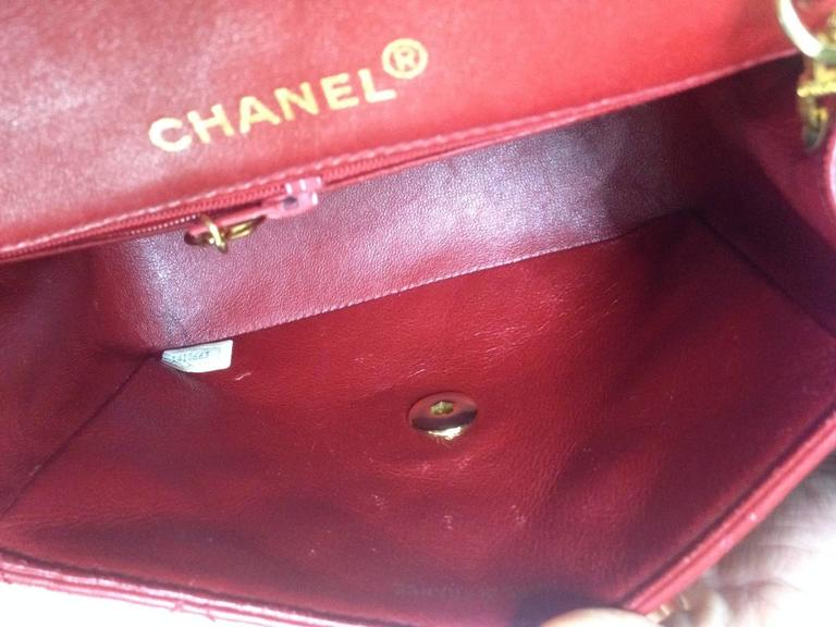 Vintage CHANEL lipstick red lambskin purse with golden CC and chain strap. For Sale 4