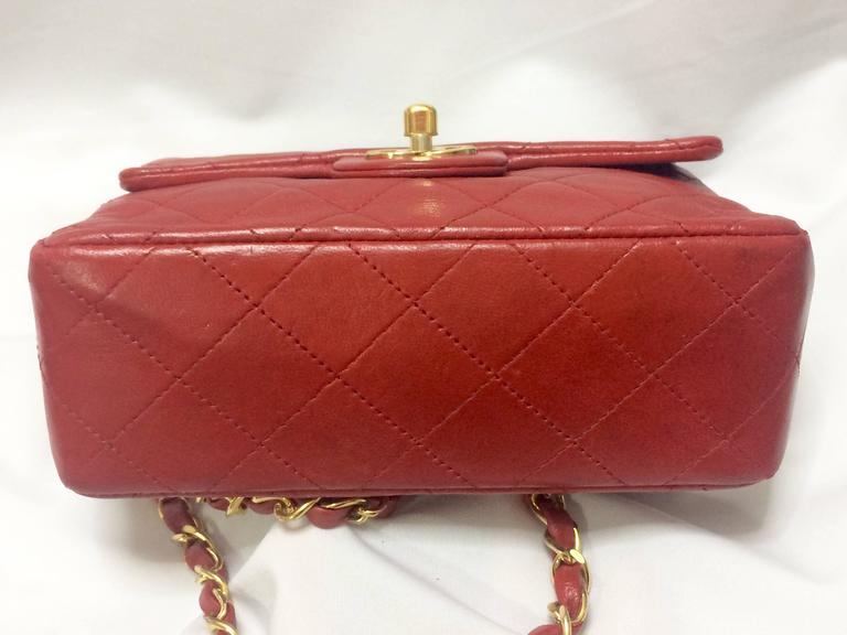 Vintage CHANEL lipstick red lambskin purse with golden CC and chain strap. In Good Condition For Sale In Kashiwa, JP