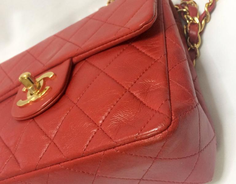 Vintage CHANEL lipstick red lambskin purse with golden CC and chain strap. For Sale 1