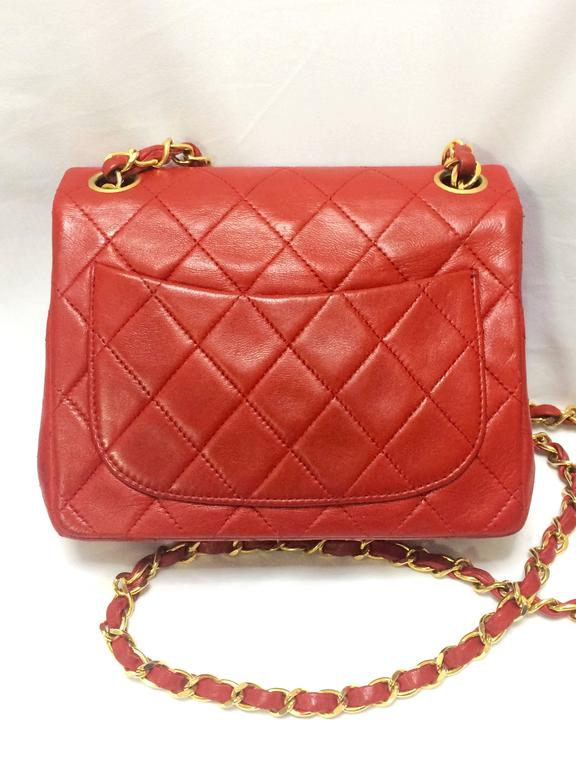 Red Vintage CHANEL lipstick red lambskin purse with golden CC and chain strap. For Sale