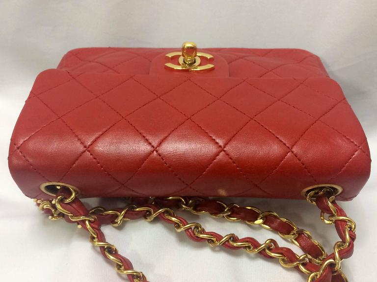 Vintage CHANEL lipstick red lambskin purse with golden CC and chain strap. For Sale 3