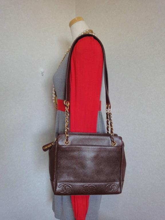 MINT. Vintage CHANEL dark brown caviar shoulder bag, tote bag with CC mark. For Sale 5