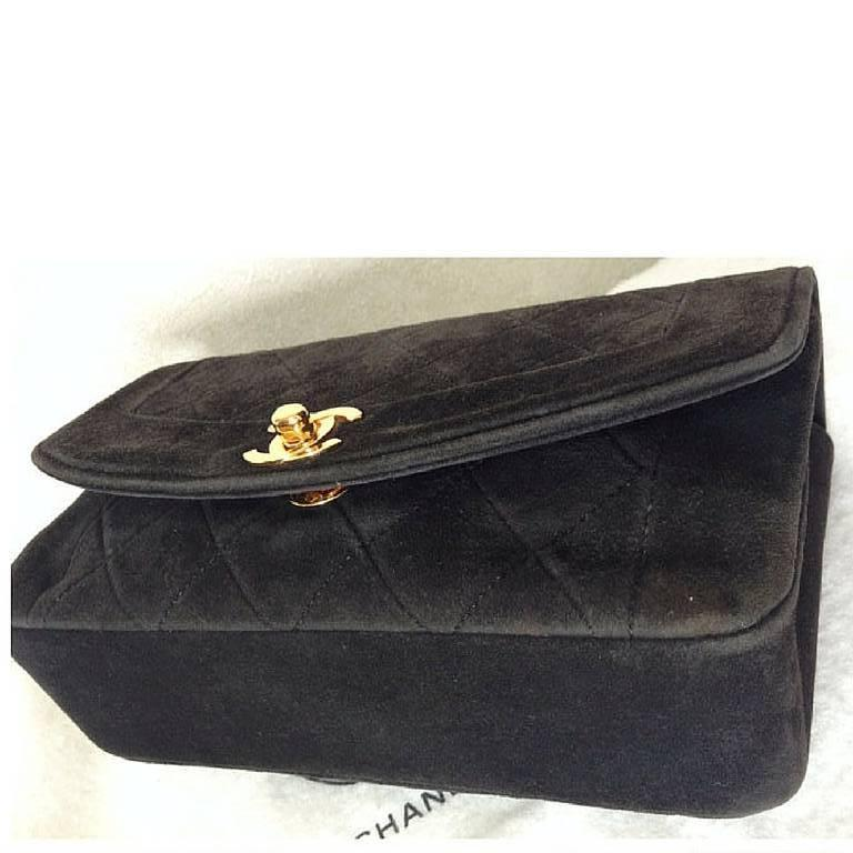 Women's Vintage CHANEL charcoal black suede leather classic 2.55 shoulder gold chain bag For Sale