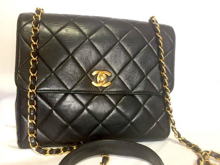 Vintage CHANEL black lamb leather 2.55 classic square shape shoulder bag with cc 2
