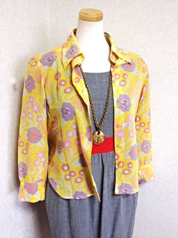 Vintage CHANEL yellow, pink, orange, etc floral print cotton blouse, shirt. 34 In Excellent Condition For Sale In Kashiwa, Chiba