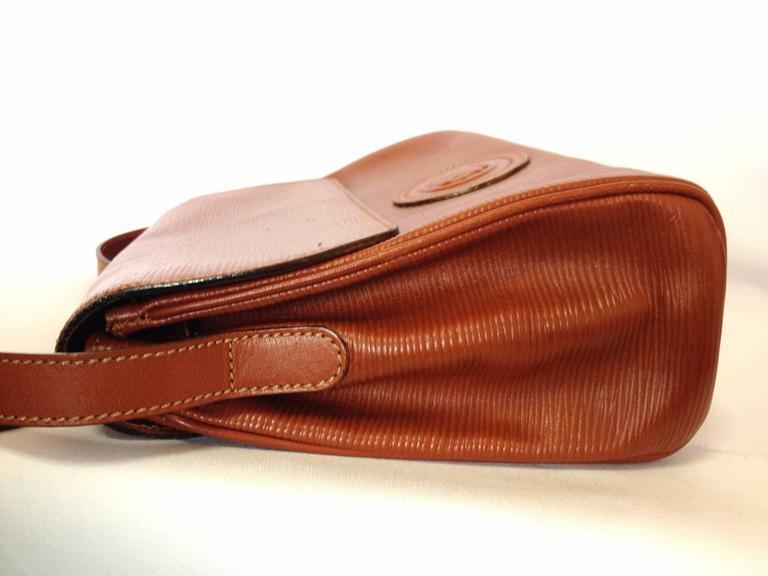 Vintage FENDI brown epi leather messenger bag, shoulder purse with iconic logo For Sale 1