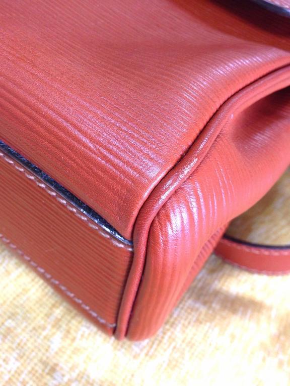 Women's or Men's Vintage FENDI brown epi leather messenger bag, shoulder purse with iconic logo For Sale