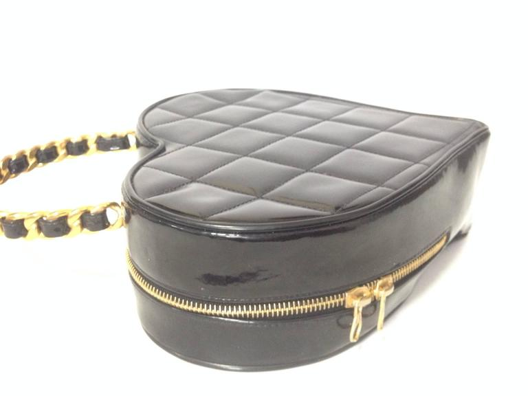 Vintage CHANEL black patent enamel quilted leather large heart shape handbag 5