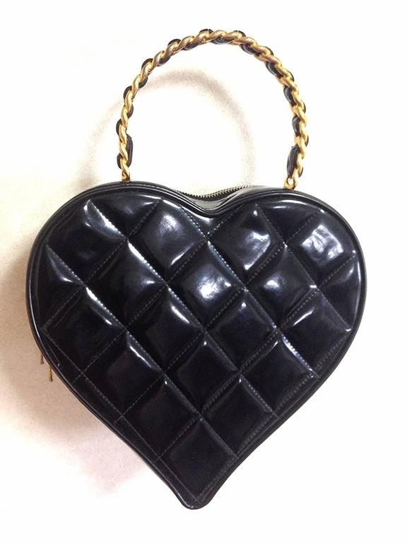 Vintage CHANEL black patent enamel quilted leather large heart shape handbag 4