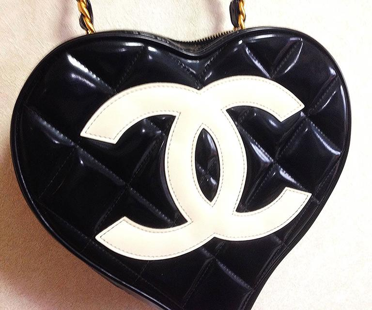 Vintage CHANEL black patent enamel quilted leather large heart shape handbag 2
