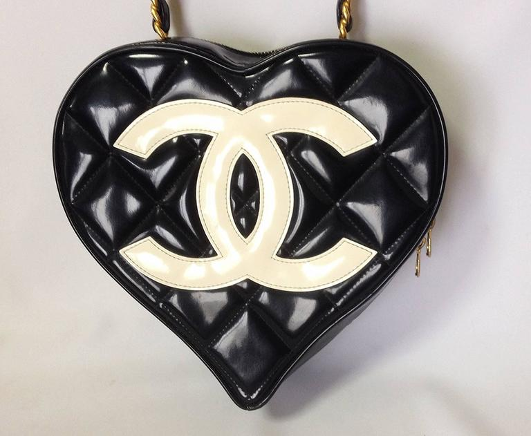 Vintage CHANEL black patent enamel quilted leather large heart shape handbag 3