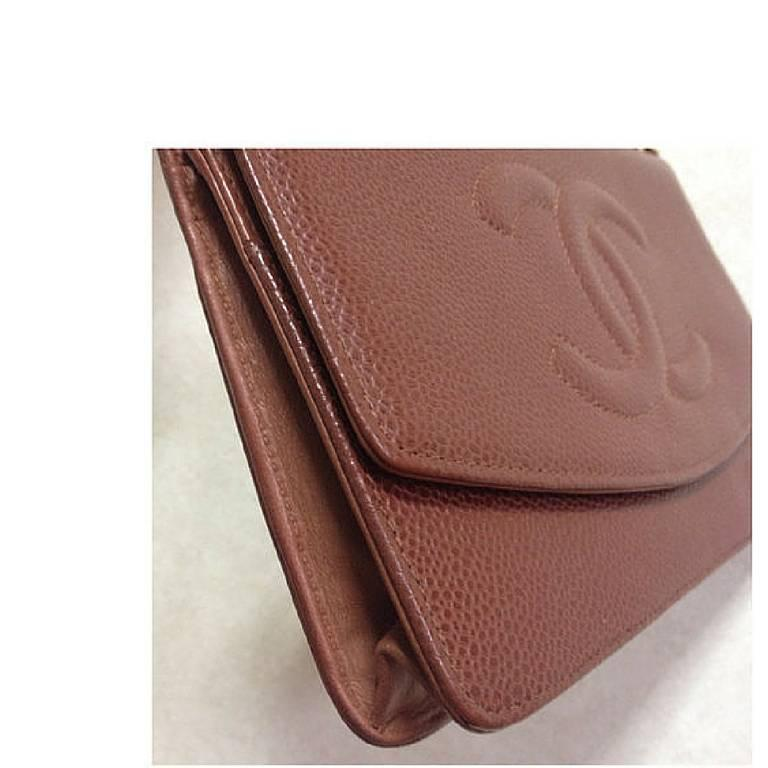 MINT. Vintage CHANEL brown caviar shoulder clutch chain bag, iPhone, wallet. In Excellent Condition For Sale In Kashiwa, JP