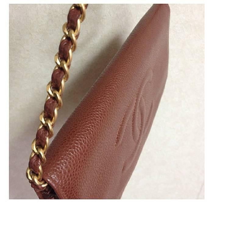 Women's MINT. Vintage CHANEL brown caviar shoulder clutch chain bag, iPhone, wallet. For Sale