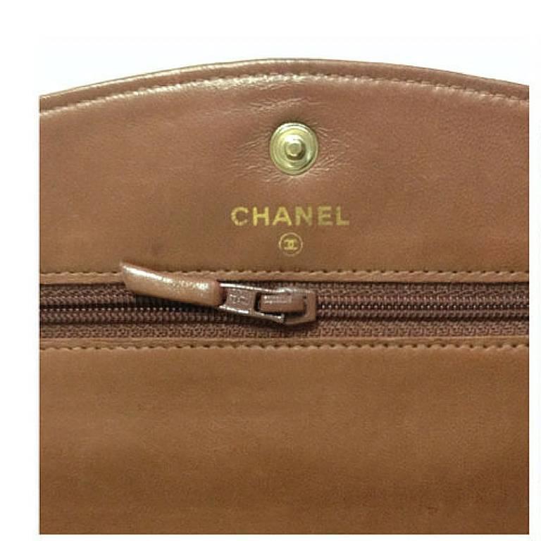 MINT. Vintage CHANEL brown caviar shoulder clutch chain bag, iPhone, wallet. For Sale 2