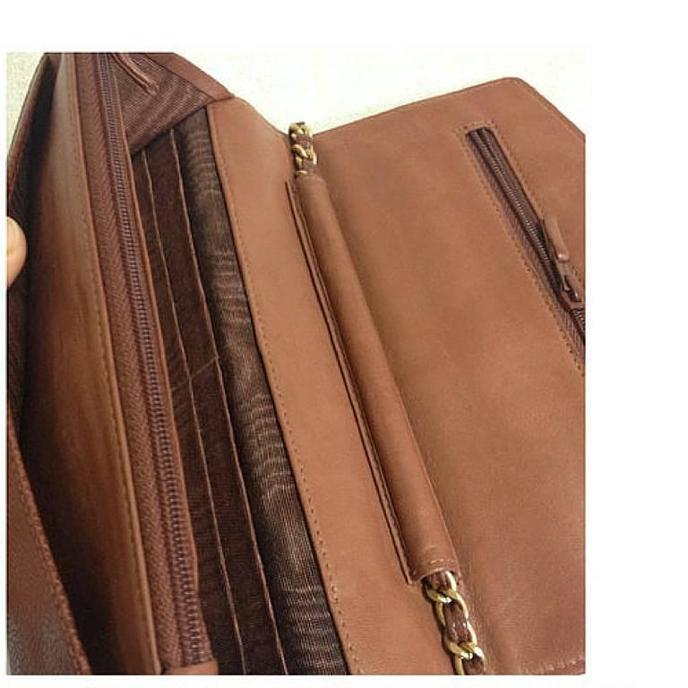 MINT. Vintage CHANEL brown caviar shoulder clutch chain bag, iPhone, wallet. For Sale 3