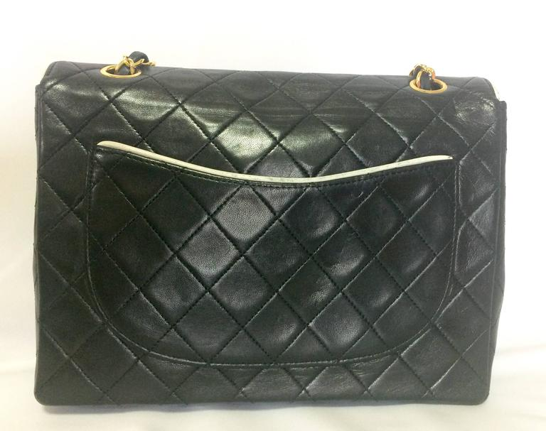 Women's Vintage Chanel black and white lambskin 2.55 shoulder bag with golden chains For Sale