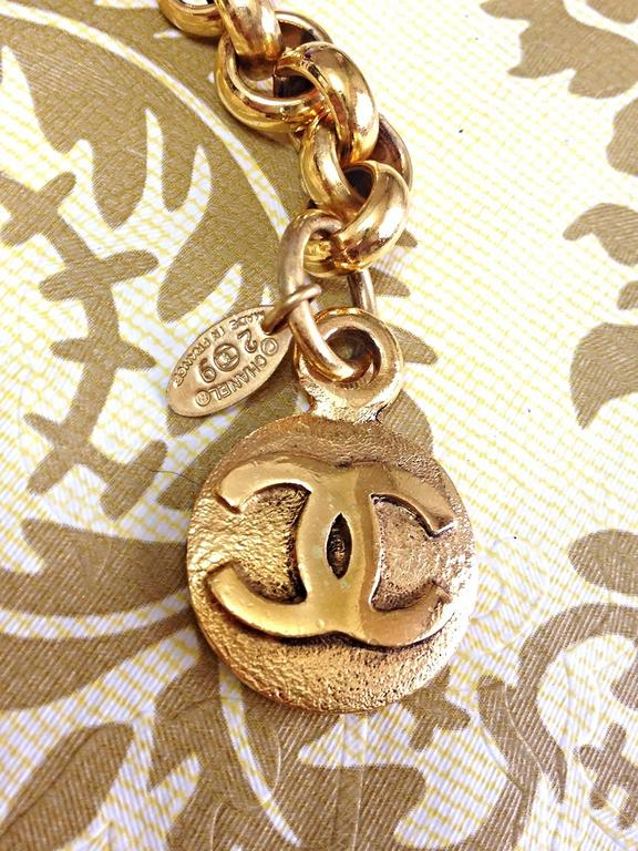 Vintage CHANEL golden double chain belt with two large CC round motif charms. For Sale 1