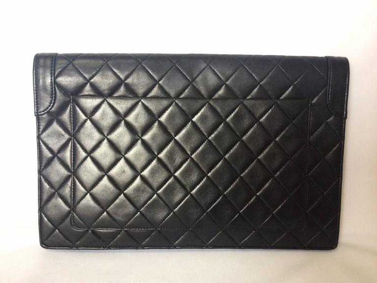 Vintage CHANEL classic black quilted lambskin document clutch purse. Classic bag 3