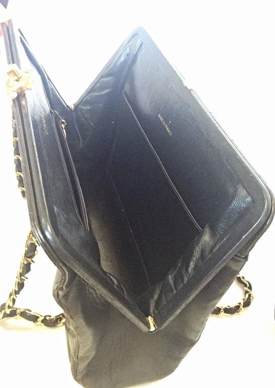 Vintage CHANEL black leather chain shoulder bag with golden CC kiss lock closure 6