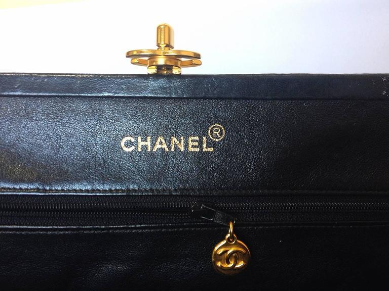 Vintage CHANEL black leather chain shoulder bag with golden CC kiss lock closure 7