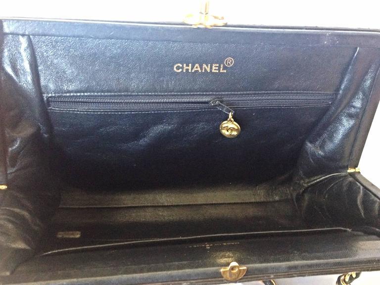 Vintage CHANEL black leather chain shoulder bag with golden CC kiss lock closure 8