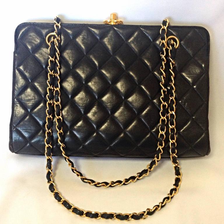 Vintage CHANEL black leather chain shoulder bag with golden CC kiss lock closure 2